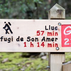 very precise information on the hiking time on a guide post for the gr hiking route o