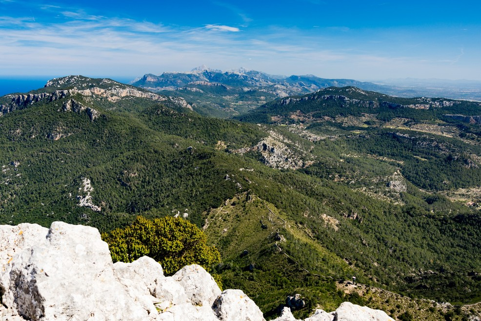 view from puig de galatzo along the serra de tramuntana o. <span>Foto Christoph Strässler</span>